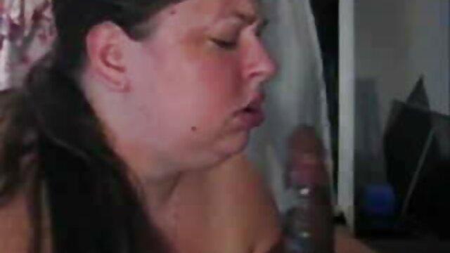 Uomo in natura, ci sono due capezzoli nella scopata film completo porno gratis orale
